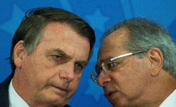 Jair Bolsonaro conversa con Paulo Guedes
