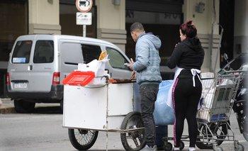 Puesto de venta de tortas fritas en Montevideo.