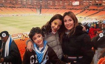 Diego con su madre y su hermana tras el partido ante Ghana