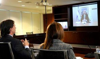 Luis Lacalle Pou y Carolina Ache en una videoconferencia desde Torre Ejecutiva