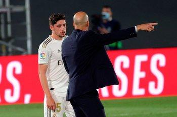 Valverde escucha a Zidane, quien dejó de ser DT del Real Madrid