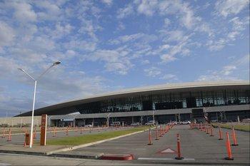 Habilitan vacunatorios en Aeropuerto de Carrasco a partir del jueves