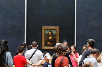 El museo de Louvre, en París, reabrió este lunes 6