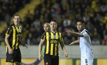 Marcando al Cebolla ante Peñarol