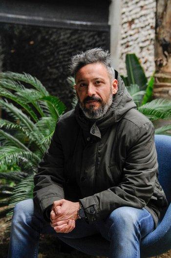 Diego González anunció su alejamiento temporal de la radio ante el nacimiento de su hija