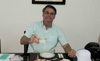 El presidente Jair Bolsonaro consume hidroxicloroquina para curarse del coronavirus