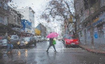 Lluvia en las calles de Montevideo