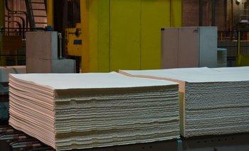 Planchas de celulosa en el complejo industrial de Conchillas.