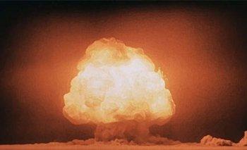 La primera bomba atómica detonó a las 5:30 de la madrugada del lunes 16 de julio de 1945, en Alamogordo, desierto de Nuevo México, Estados Unidos