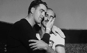 Roque Máspoli consuela al capitán brasileño, Augusto, al término de la final de Maracaná en 1950