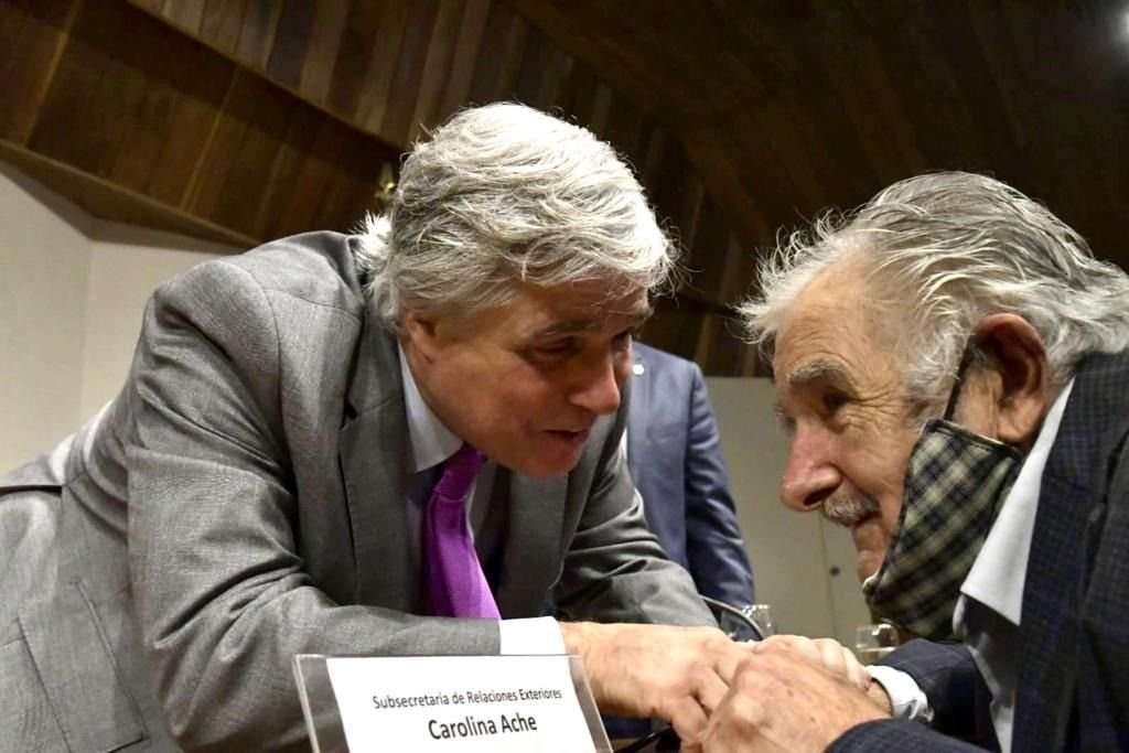 Canciller venezolano recomienda a Bustillo evitar ideologizar la política exterior por afinidades