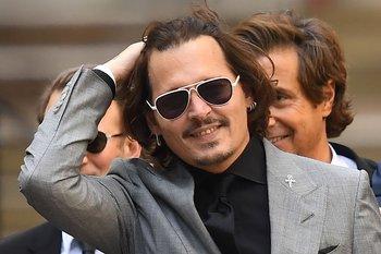 El actor estadounidense Johnny Depp a la salida de la Alta Corte de Londres, en el último día del juicio