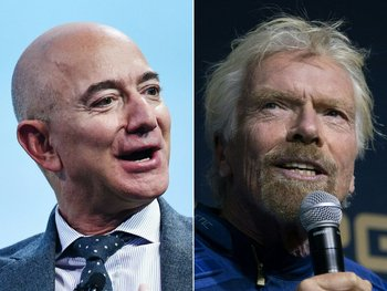 Foto que muestra a Jeff Bezos a la izquierda; Richard Branson a la derecha.