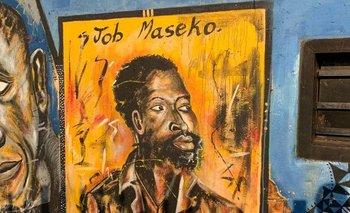 Un mural recuerda a Maseko en su ciudad natal de Springs