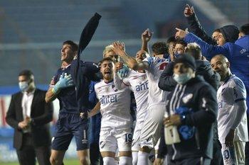 Nacional celebra el triunfo ante Peñarol en el clásico del Torneo Apertura 2021 en el Gran Parque Central