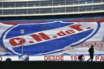 La bandera gigante que cubrió la Atilio García