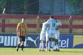 El desconsuelo de Martín Marta tras el gol de Plaza