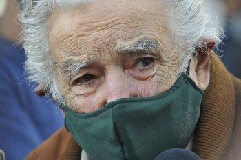 El expresidente José Mujica tras vacunarse contra el covid-19