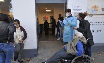 Los mayores recibirán la inyección luego de haber recibido las dos primeras dosis de Pfizer o Astrazeneca