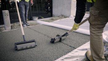 El hormigón permeable es un hormigón especial que se caracteriza por permitir el pasaje del agua debido al bajo porcentaje de poros interconectados que posee.