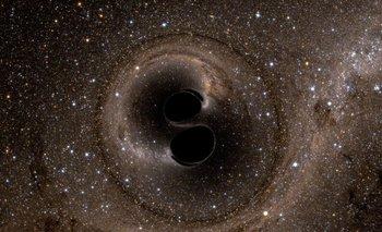 Simulación de colisión de dos agujeros negros en espiral