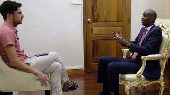 BBC ser reunió con el presidente Moïse en su modesto despacho del edificio presidencial, recién construido después de que el anterior fue destruido por el terremoto de 2010