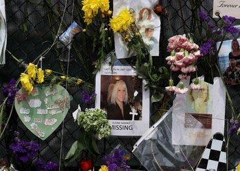 Memorial de las víctimas y desaparecidos del colapso del edificio de Champlain Towers en Surfside