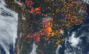 El viento desde el Norte provoca la llegada del humo desde Brasil y la cuenca del Plata hacia Uruguay