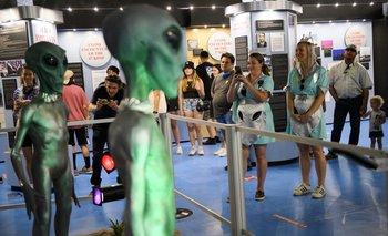 Exhibición de figuras extraterrestres