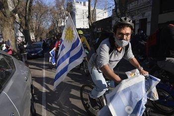 Frenteamplistas y sindicalistas salieron a mostrar fuerzas en Montevideo al entregar las firmas