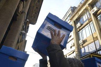 Llegada de las firmas contra la LUC a la Corte Electoral