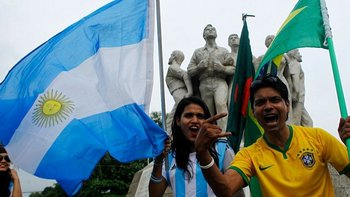 Bangladesh vive con pasión la histórica rivalidad entre Brasil y Argentina