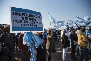 En las protestas abundaron las pancartas de crítica al gobierno de Fernández