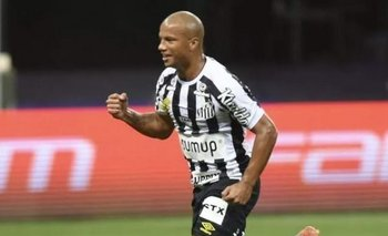 Carlos Sánchez, Santos