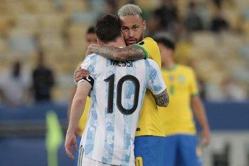 Neymar y Messi, el abrazo de los amigos
