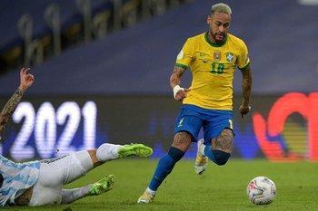 El short roto de Neymar, sobre el número 10