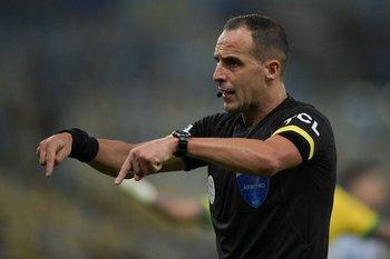 Esteban Ostojich se hizo respetar todo el partido
