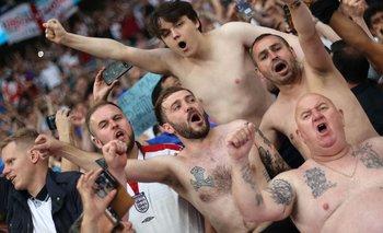 Tatuajes y torsos desnudos en pleno Wembley
