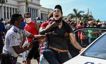 """Detenido en las protestas que llevaban el lema """"abajo la dictadura"""""""