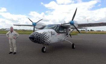 Al igual que un vehículo híbrido recargable, el avión se enchufa a la red eléctrica entre dos usos