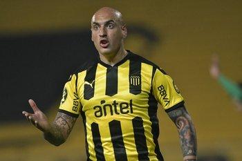 En Peñarol sorprendió la determinación que Nahuelpán le planteó al técnico Larriera