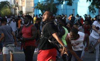Según contó una manifestante de San Antonio de los Baños a BBC Mundo, la protesta inicial fue organizada el sábado a través de las redes sociales para este domingo a las 11:30 AM (hora local)