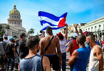 Hay un muerto y un centenar de detenidos en la isla, tras las movilizaciones contra el gobierno cubano