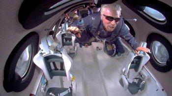 Richard Branson en su viaje a las puertas del espacio