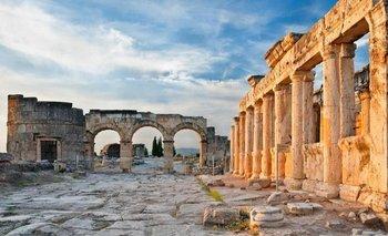 Ruinas de la ciudad de Hierápolis donde se encuentran los restos del santuario de Plutonio
