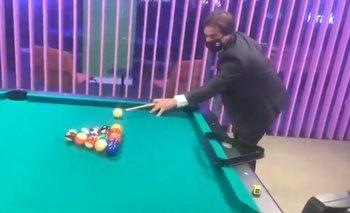 Lacalle Pou en el pool de las oficinas de Globant