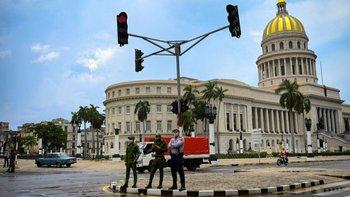 Calles vacías y alta presencia policial caracterizaron este lunes en gran parte del país