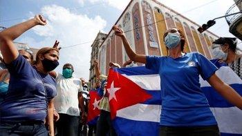 Cientos de cubanos también se manifestaron este domingo a favor del gobierno en La Habana y algunas provincias