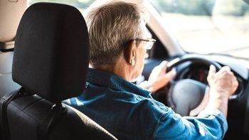 en algunas personas surgen sutiles diferencias en la forma de controlar un vehículo, que, según los científicos, están relacionadas con las primeras fases de la enfermedad de alzheimer.