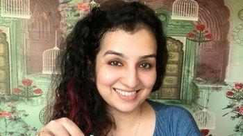 Hana Khan es piloto de una línea aérea comercial.